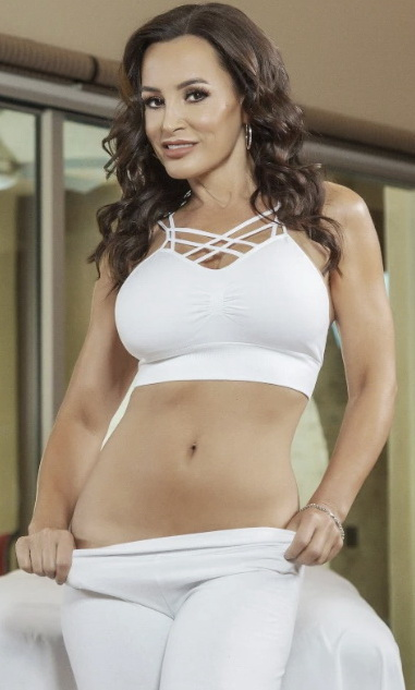 Lisa Ann and other hot MILFs